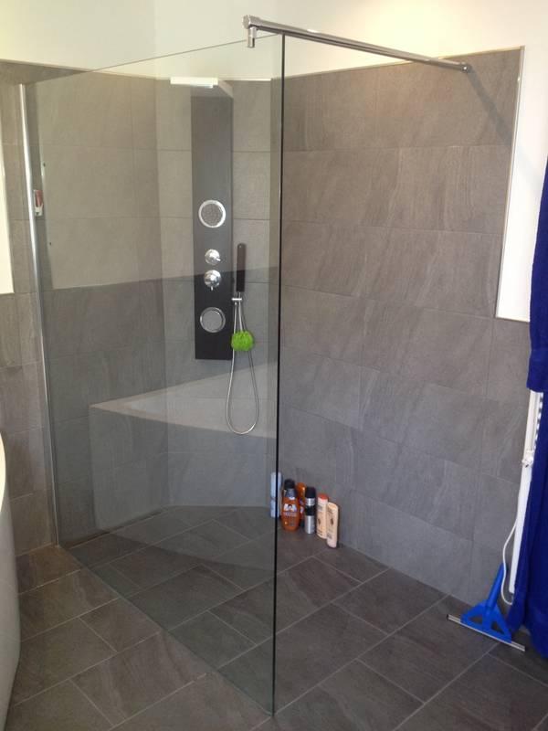Kundenbild 1 Duschwand Heidi in 10 mm ESG-Klarglas in verschiedenen Größen