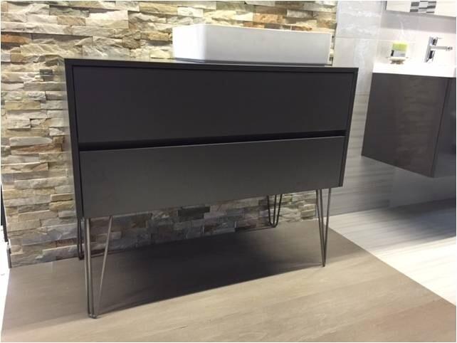waschtischunterschrank mit aufsatzwaschbecken bild das. Black Bedroom Furniture Sets. Home Design Ideas